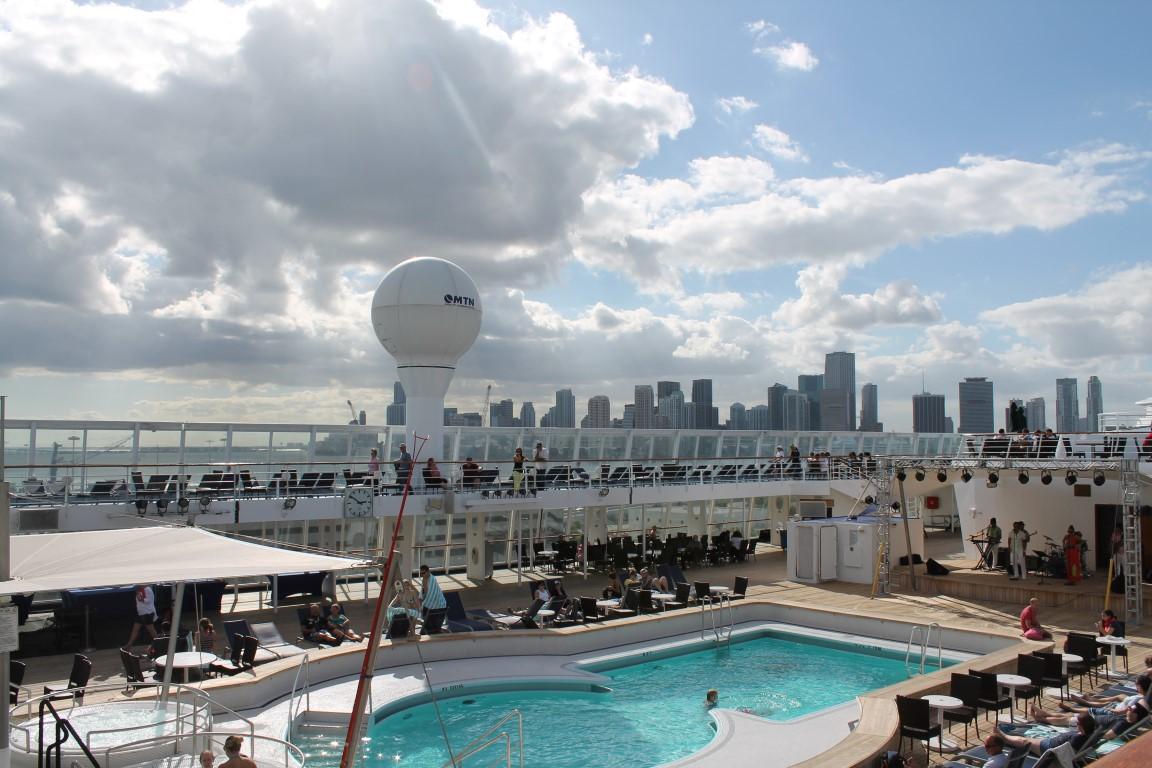 Norwegian Sky Bahamas Kreuzfahrt Pool