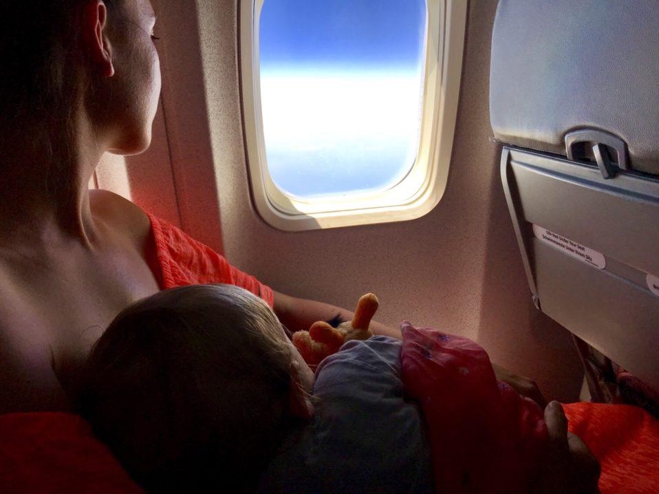 Familienreihe im Flugzeug mit Kleinkind schlechtester Platz im Flugzeug